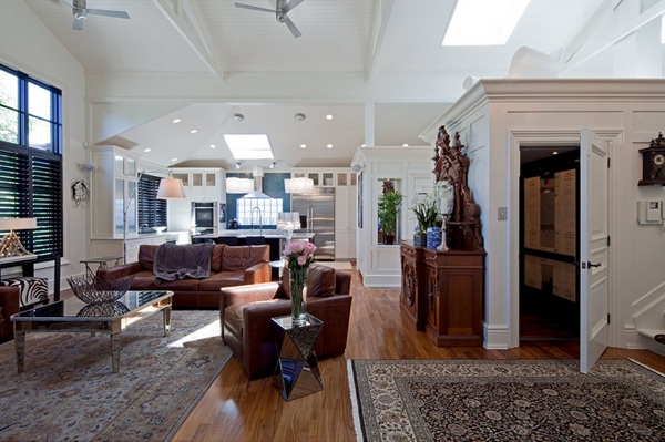 moderne wohnzimmermöbel spiegelfläche couchtisch holzboden teppich