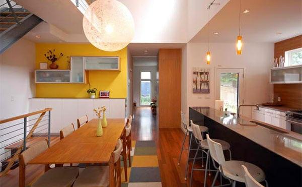 modernes esszimmer holztisch kücheninsel wandfarbe gelb