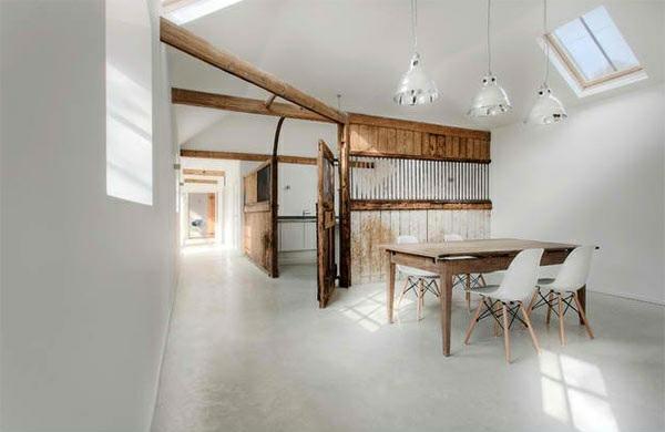 modernes esszimmer im landhausstil holzeinrichtung holztisch pendelleuchten wandfarbe weiß