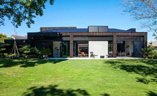 modernes haus neuseeland architektenhaus außenbereich rasen gartengestaltung