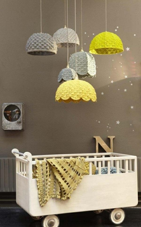 modernes kinderzimmer pendelleuchten babybett