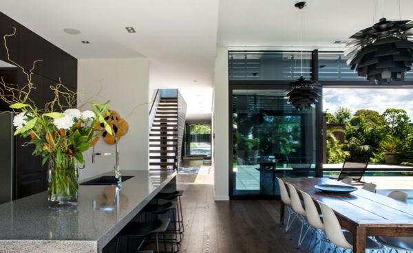 neuseeland architektenhaus innendesign moderne küche arbeitsplatte holztisch