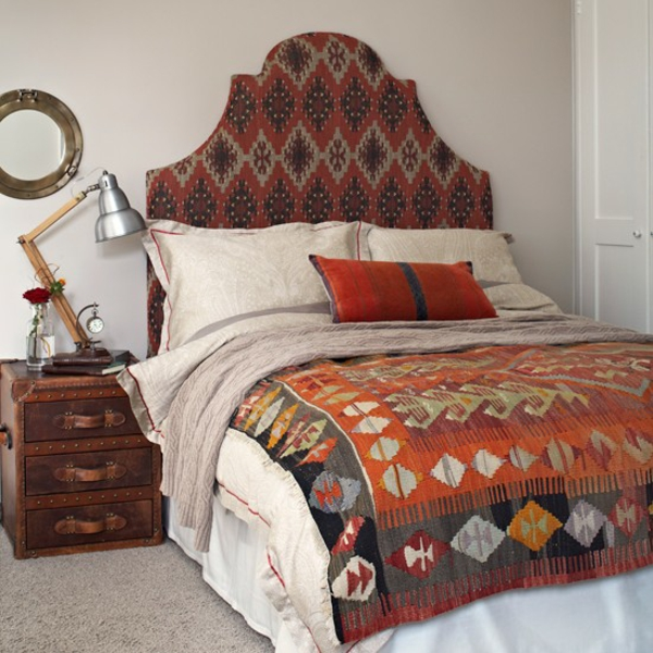 orange ikat muster marokkanisch schlafzimmer
