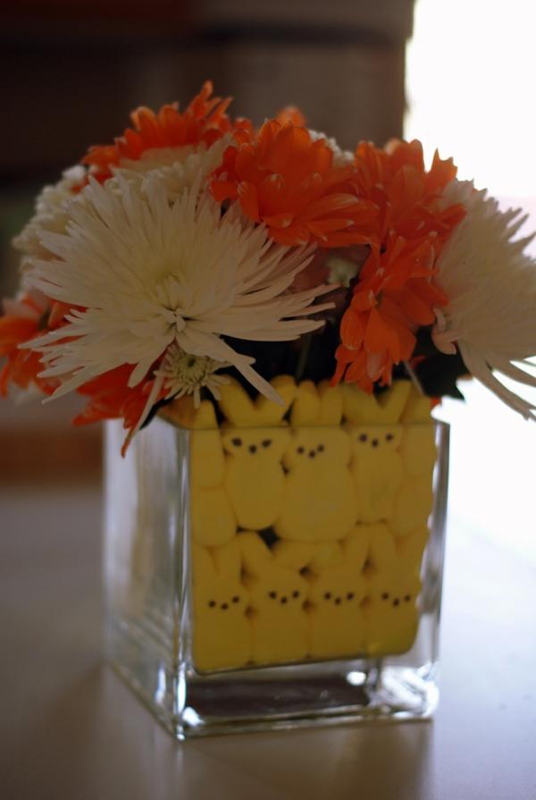 ostergestecke basteln blumen vase deko osterhasen gelb