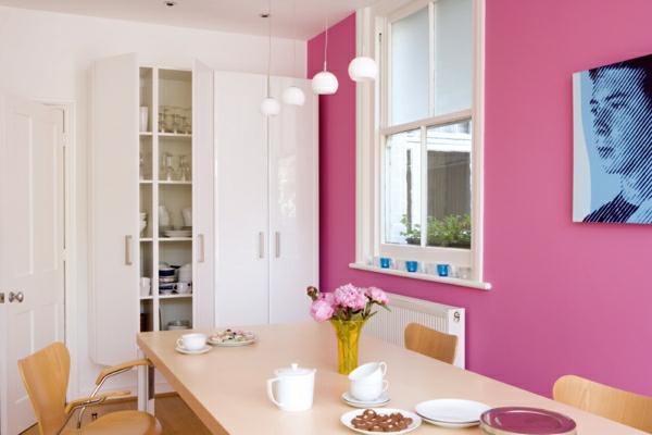 pinke wandfarbe esszimmer wangestaltung mit farbe weiß rosa holz