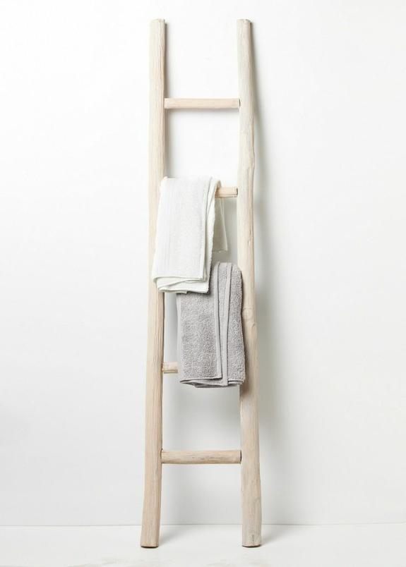 rustikale bedezimmer möbel holz handtuchleiter handtuchtrockner