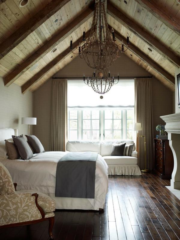 schlafzimmer dachschräge einrichtungsideen holzdecke sofa