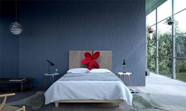 schlafzimmer einrichtungsideen bettkopfteil wandtapeten holzboden bettvorleger blume