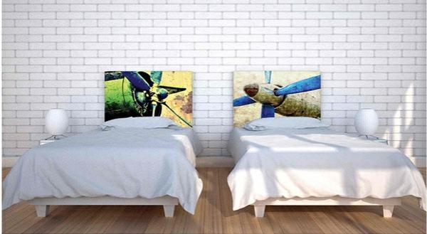 schlafzimmer einrichtungsideen bettkopfteil ziegelwand flugzeuge inspiration