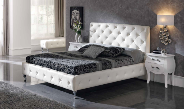 schlafzimmer gestalten bettpolsterung weißes leder graue nuancen buddha bild wandfarbe grau hochflorteppich