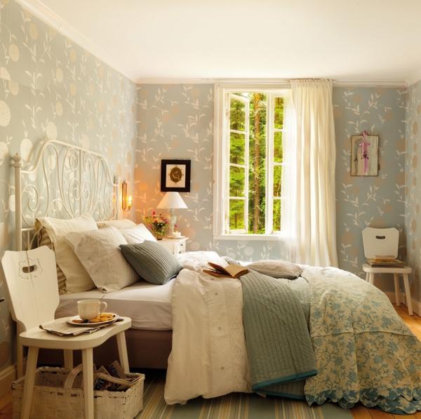 schlafzimmer gestalten kopfteil bettgestell weiß metallbett schmiedeeisen retro wandtapete elmueble