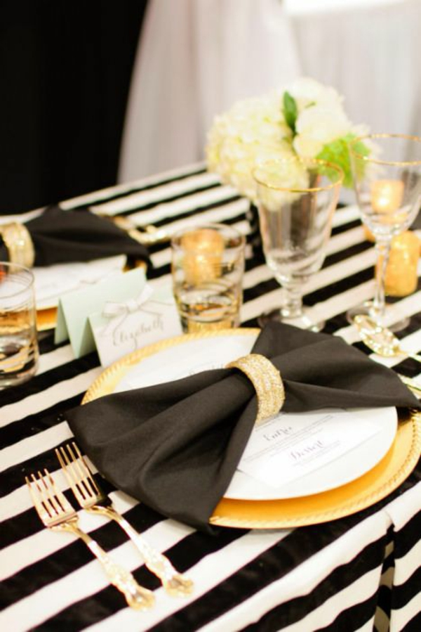 servietten falten elegante tischdeko schwarz weiß gold stoffserviette ...