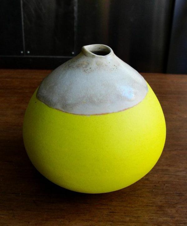dekoideen gelbe vase rundform