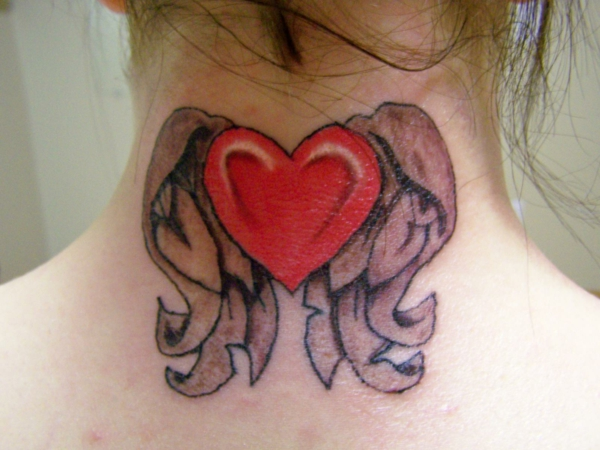 tattoo motive herz mit flügeln rot