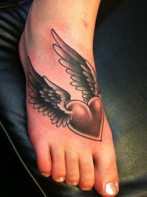tattoo motive herz mit flügeln