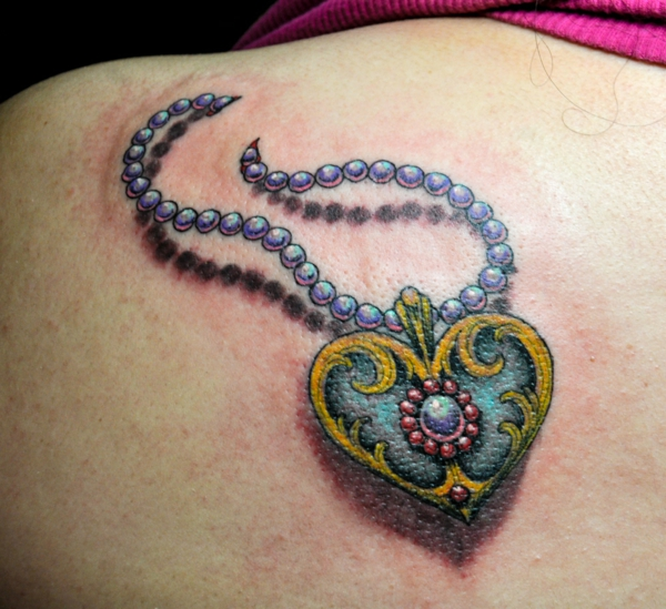 tattoo motive herz perlenkette herz kettenanhänger