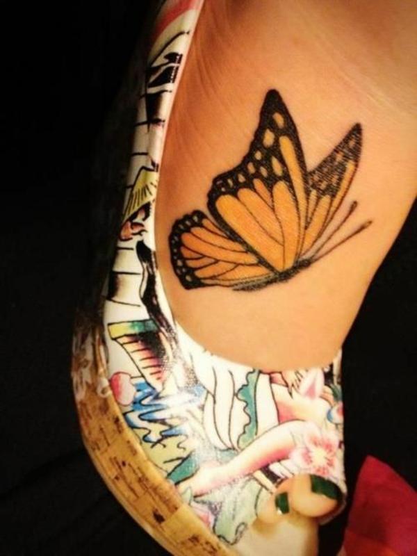 tattoos fuß gelber schmetterling tattoo attraktiv