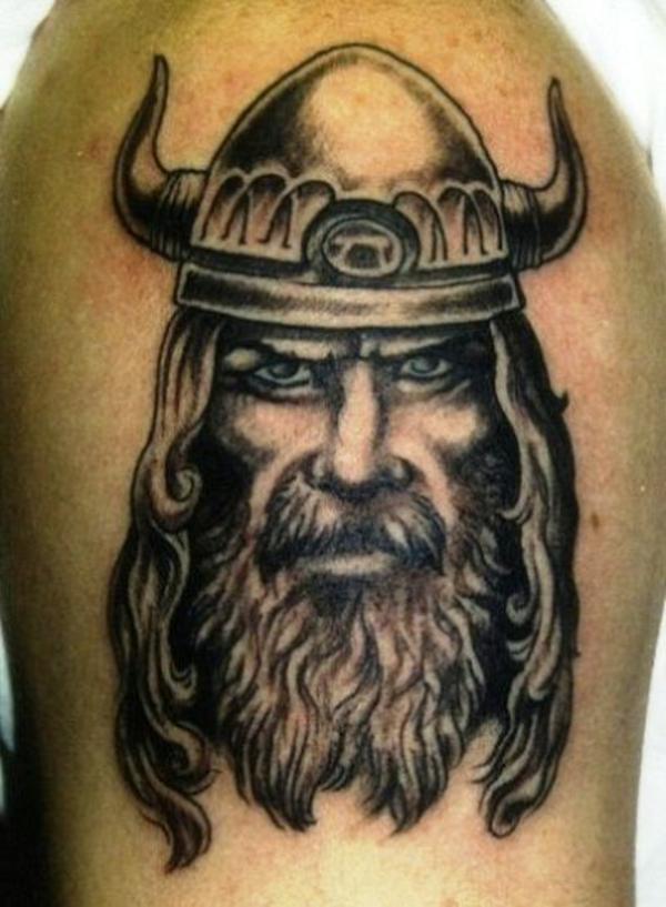 tattoos für männer oberarm wiking kämpfer