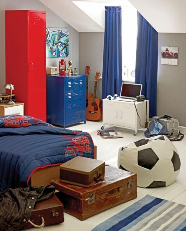 jugendzimmer jungen blaue gardinen bett schrank