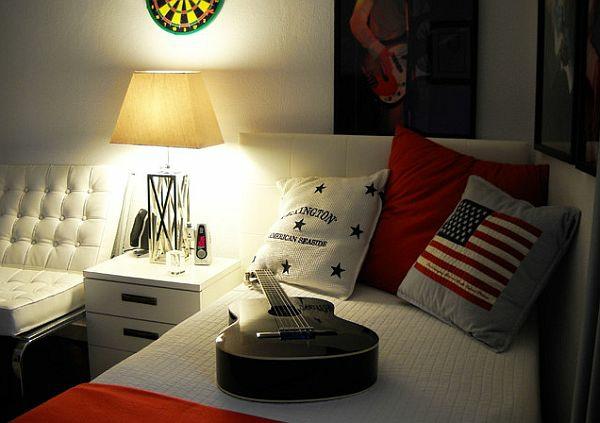jugendzimmer jungen gitarre weißes bett dekokissen