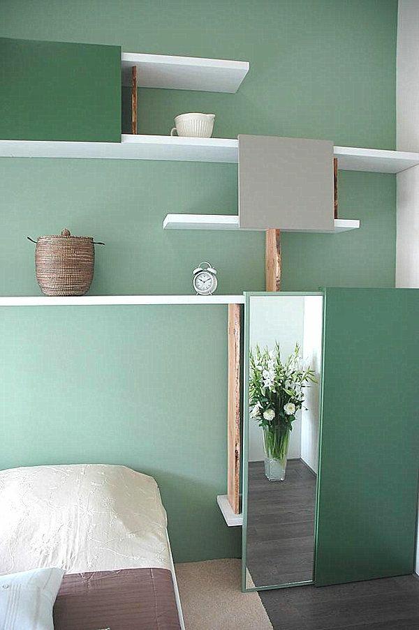 wandfarbe mintgrün schlafzimmer farbgestaltung offene wandregale