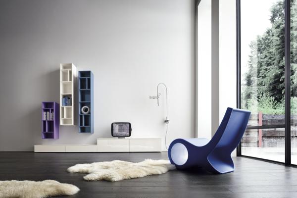 wandregale-ideen-designs-farben-bücher-fell-teppich