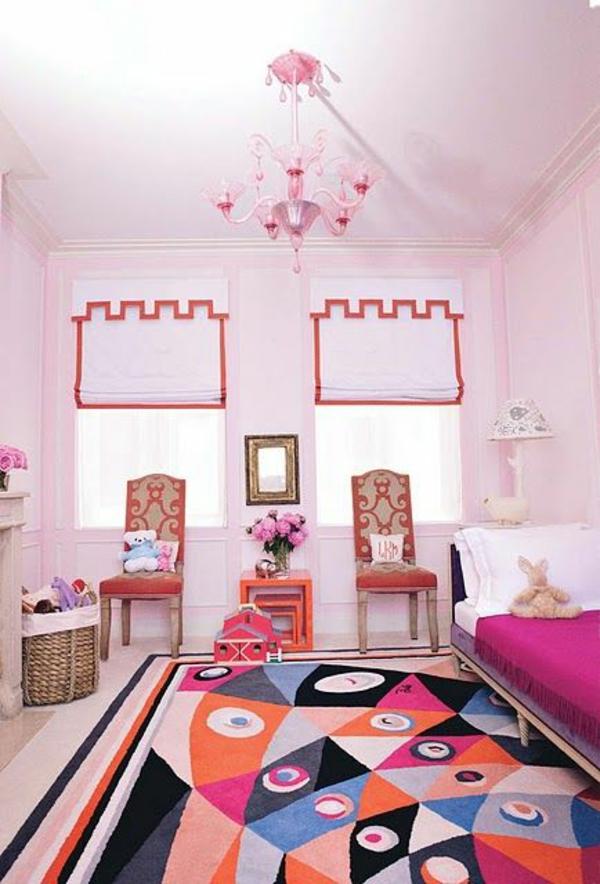 farbiges kinderzimmer rollos teppich kronleuchter
