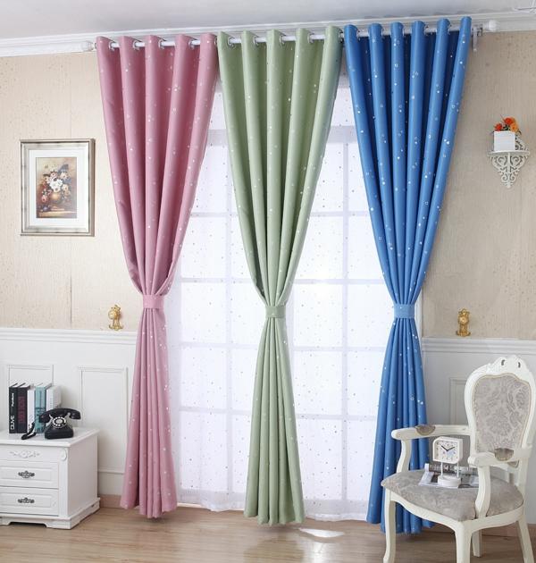 gardinen dekorationsvorschläge glänzende sternen vorhänge