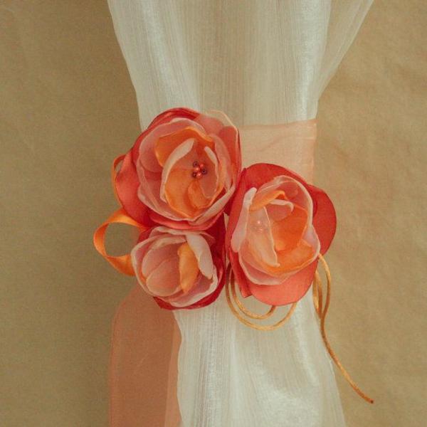 gardinen dekorationsvorschläge raffhalter orange rosen