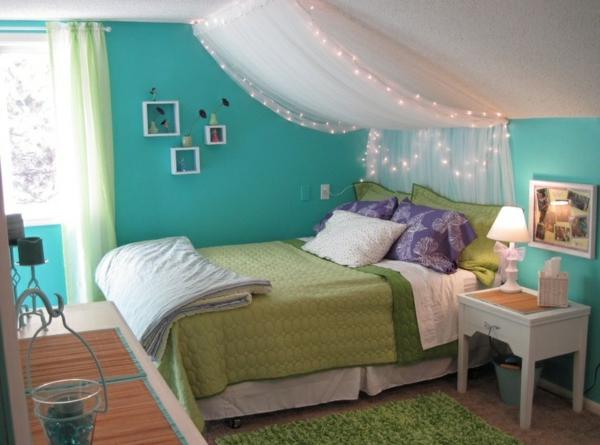 jugendzimmer mädchen dachschräge himmelbett grüne farben