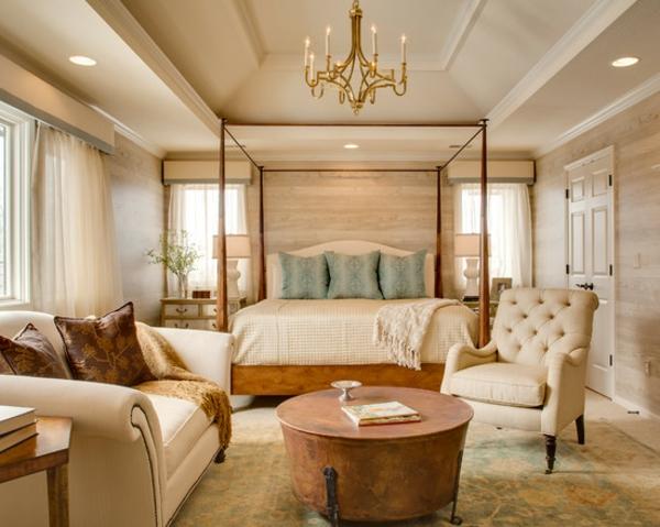 Schlafzimmer Ideen Himmelbett Kronleuchter Sofa