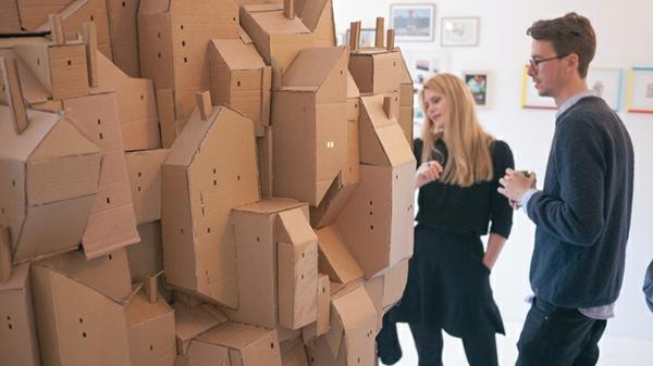 Cooles Stadtmodell aus Pappe schwebend design
