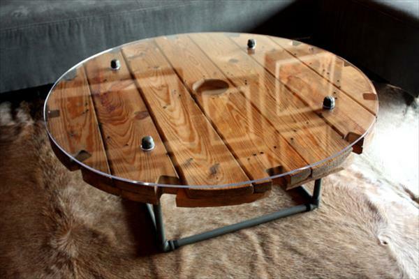 DIY Wohnzimmermöbel aus Kabeltrommel kunstvoll