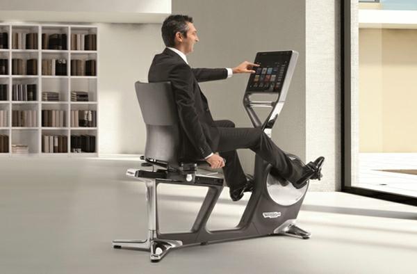 Fitnessraum und Sportgeräte zu Hause büro