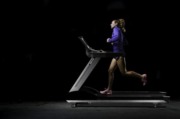 Fitnessraum und Sportgeräte zu Hause laufen