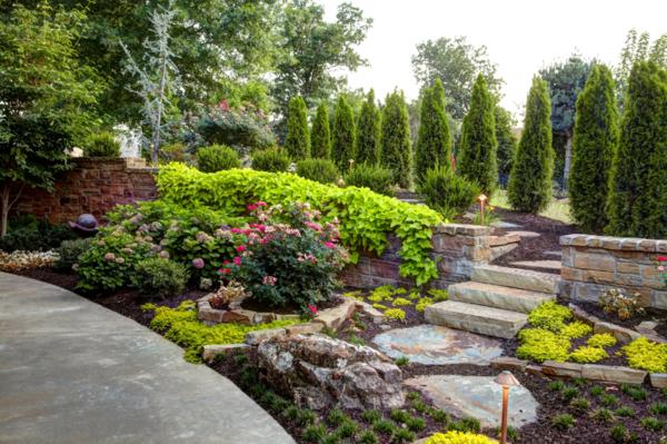 Gartengestaltung mit Steinen und Kies pflanzen