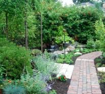 Schöne Gartengestaltung mit Steinen und Kies