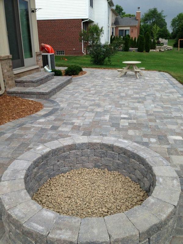 Gartengestaltung mit Steinen und Kies stilvoll