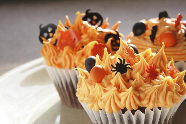 Halloween Deko selber machen süßigkeiten