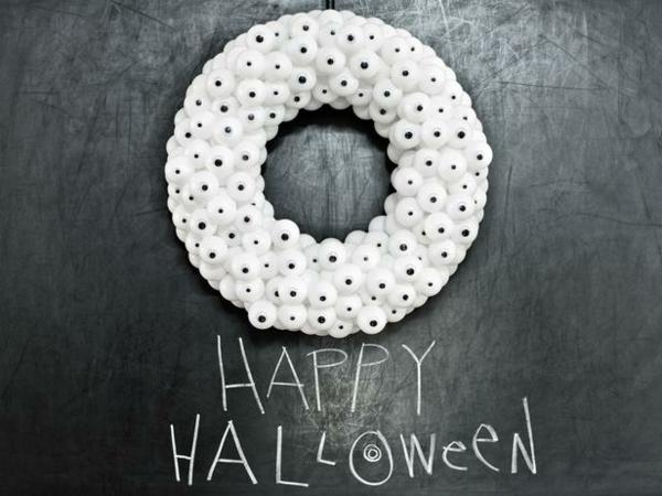 Halloween Kranz basteln tür anhängen weiß schaumstoff