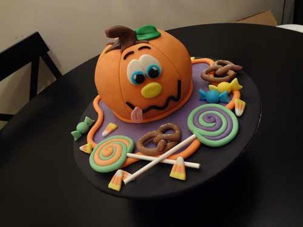 Halloween Party Ideen kürbisse torten kuchen gesicht