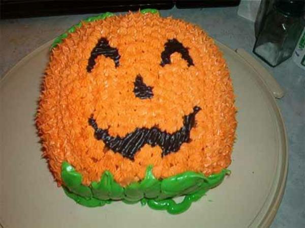 Halloween Party Ideen kürbisse torten kuchen lachen