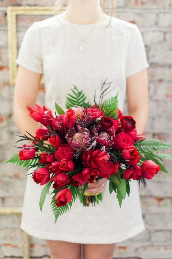 Hochzeitsblumen Coole Brautsträuße Bilder kurz kleid