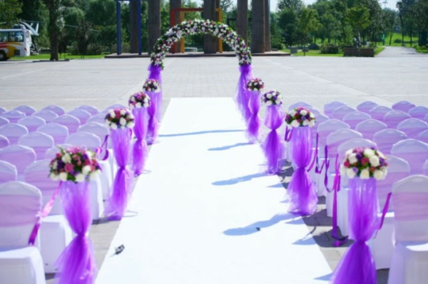 Hochzeitsdeko rosenbogen Blumenschmuck lila dekoration