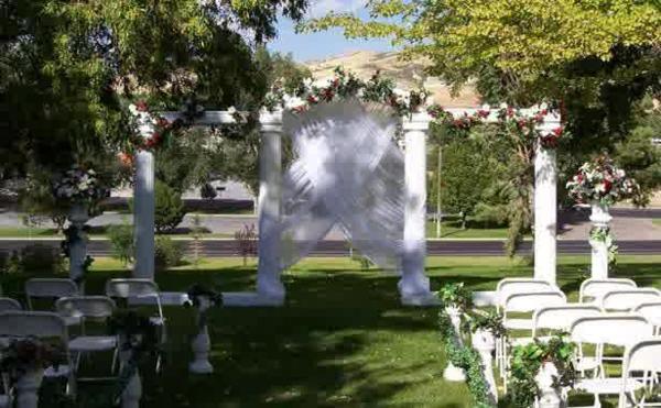 Hochzeitsdeko Blumenschmuck schatten ideen