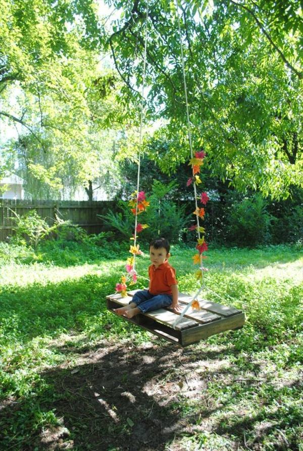 Holz Gartenschaukel aus Paletten frisch natur