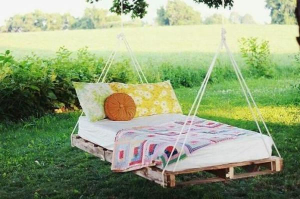 holz gartenschaukel aus paletten. Black Bedroom Furniture Sets. Home Design Ideas