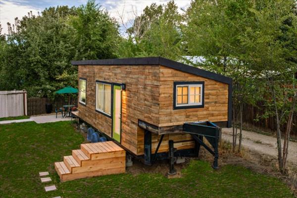 Holzhaus aus europaletten ruhe in der natur for Costruendo un garage per 3 auto