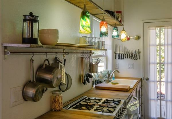 Holzhaus aus Europaletten küche ausstattung