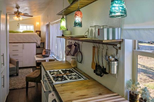Holzhaus küchenarbeitsplatte Europaletten licht bunt